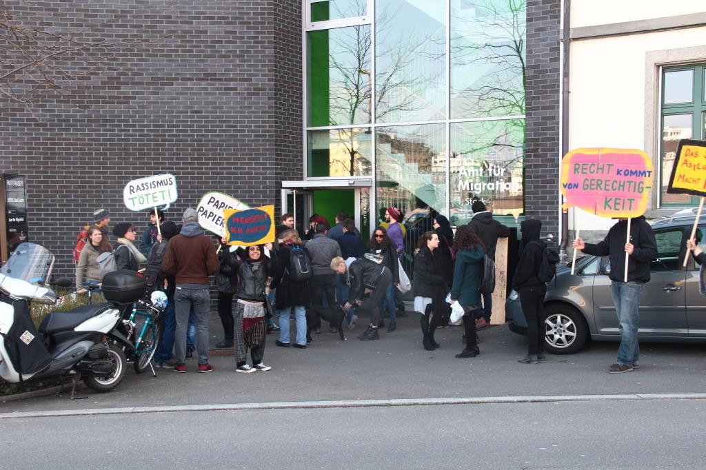 Aktion Würde statt Hürde – Besetzung des Amts für Migration in Luzern