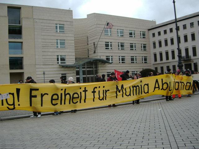 600 fordern Freiheit für Mumia