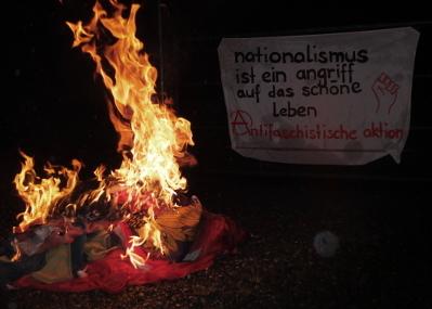 nationalflaggen aus schrebergarten entfernt